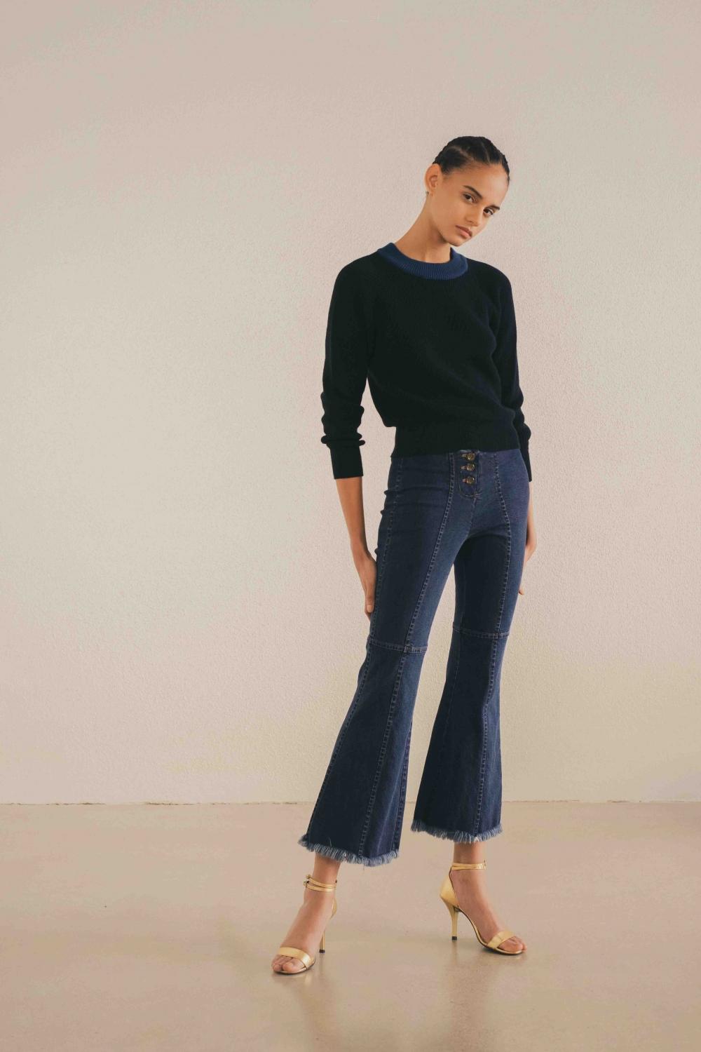 HIGH-RISE FLARED JEANS IN...