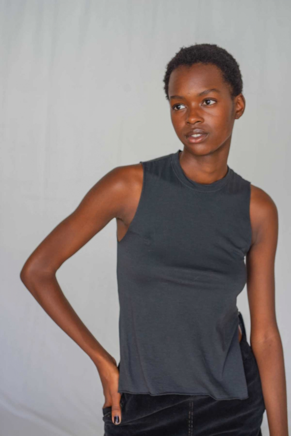 ANNA SLEEVELESS TEE IN...