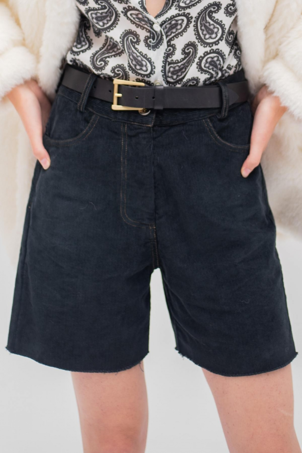 BLACK CORDUROY SHORT