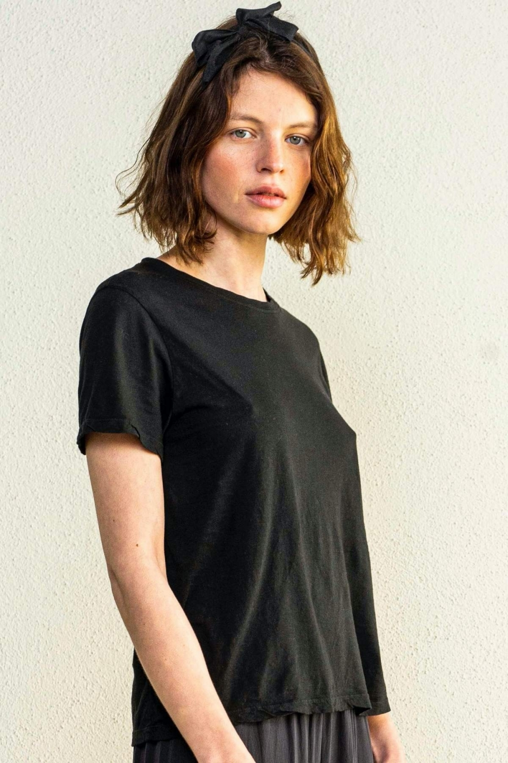 ANNA TEE IN BLACK