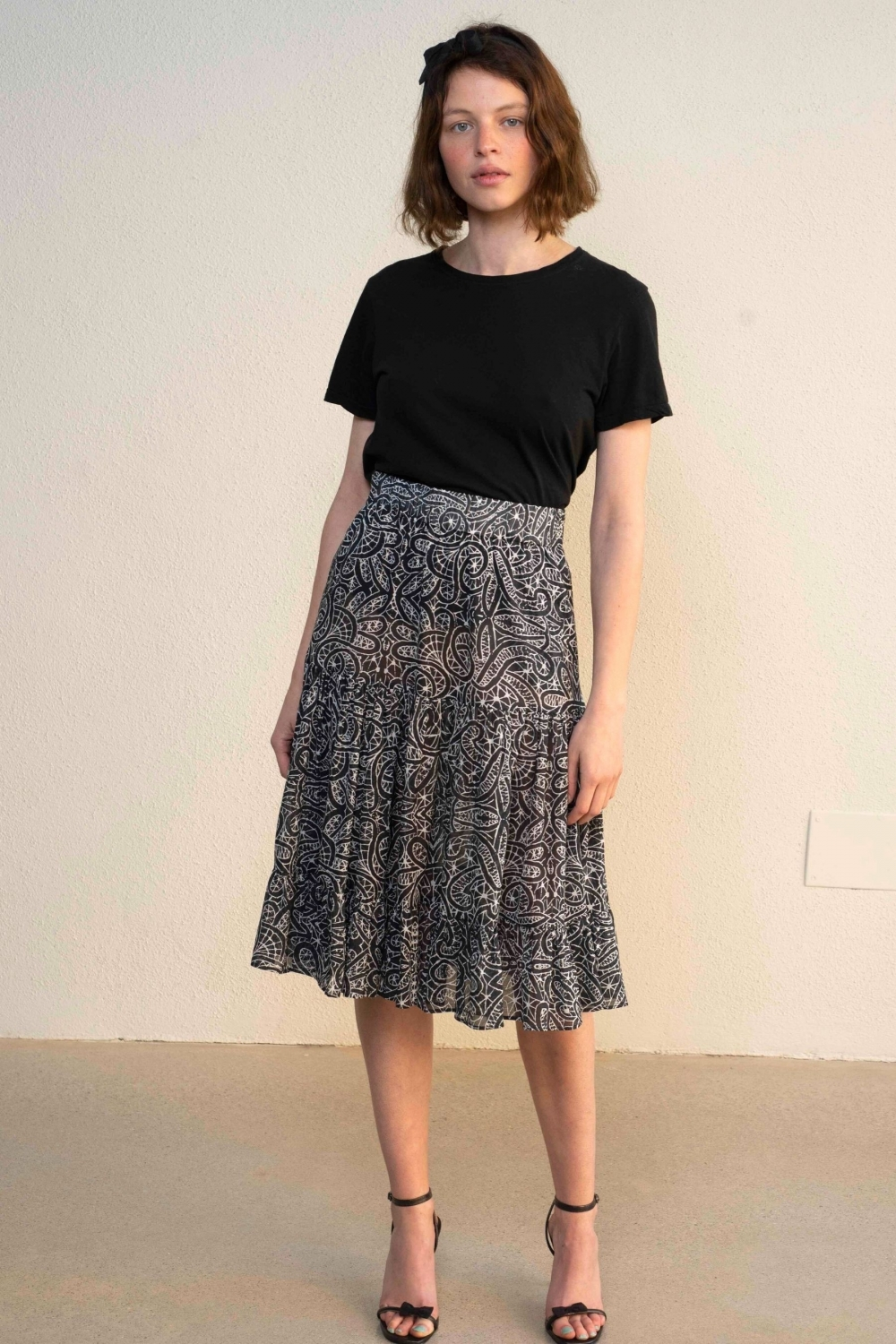 BLACK ARABESQUE PRINT SKIRT
